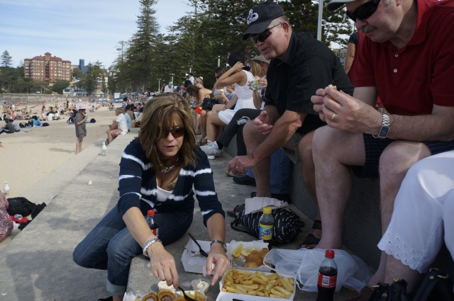 ^^ Fish & chips on the beach. Doesn't get more Aussie than that ;)